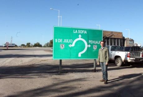 Carlos Casares - Acceso y rotonda ruta 5
