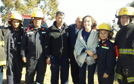 Vidal, María Eugenia con Bomberos Voluntarios