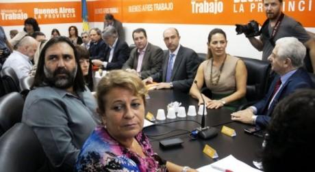 Docentes y Gobierno - Foto: infocielo.com.ar