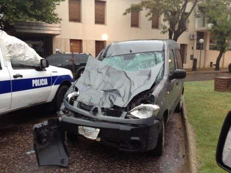 Trenque Lauquen - Accidente Renault Kangoo