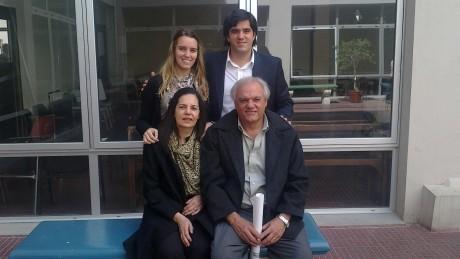 García, Luis y su familia (foto extraida de su cuenta de Facebook)