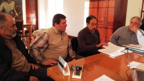 Venturi, Claudio junto al Pdte del Consejo de Administración habla en el despacho del intendente