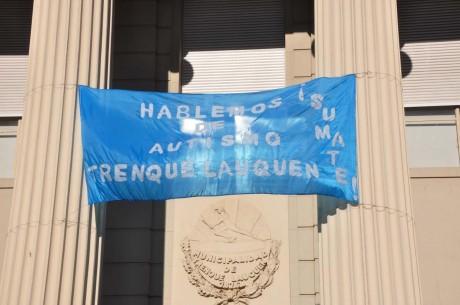 Autismo - fachada del municipio de Trenque Lauquen