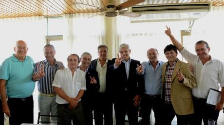 Julián Domínguez junto a los intendentes Juan Carlos Veramendi, Gustavo Arrieta,  Daniel Di Sabatino, Enrique Slezack, Mario Secco  y Juan Carlos Gasparini; y el diputado nacional Gastón Harispe.