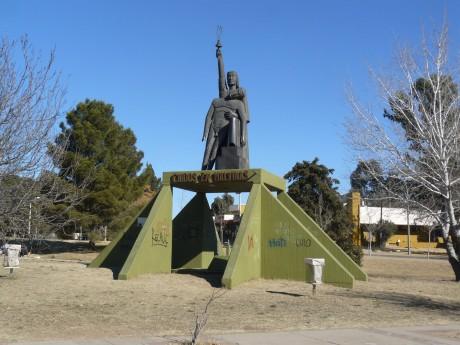 Santa Rosa - Monumento a Caidos en Malvinas - Autor: Rodríguez Fedele