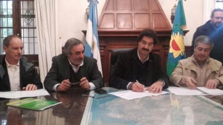 Fernández, Miguel firma convenio