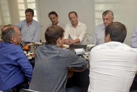 Gioja en Lomas de Zamora con referentes peronistas