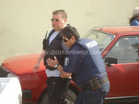 General Villegas - Balean a policías