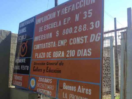 Escuela 35 (cartel de obra de una ampliación que nunca terminó)