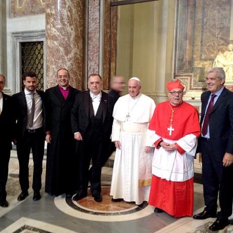 Julián Domínguez junto al Papa Francisco; al embajador ante la Santa Sede, Eduardo Valdés y al flamante cardenal Luis Villalba