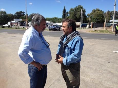 Lechería - Gallo Llorente (a la derecha de la pantalla) conversa con el intendente de Trenque Lauquen