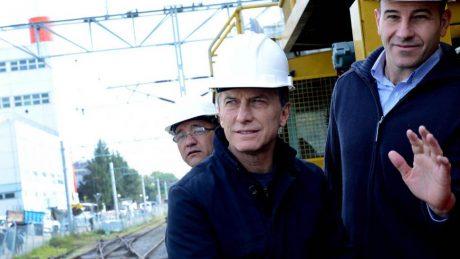 Macri Mauricio observando obras públicas