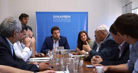 Álvarez firma convenio en Nación