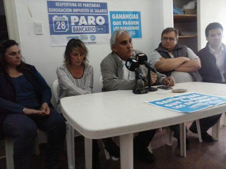 Carrizo, Gabriel con dirigentes de otros gremios en conf. de prensa