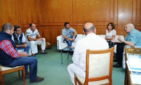 Tres Lomas directivos de la Rural con el intendente Alvarez