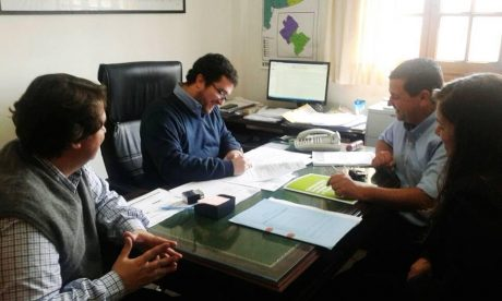Pellegrini firma de convenio en Dirección de Hábitat